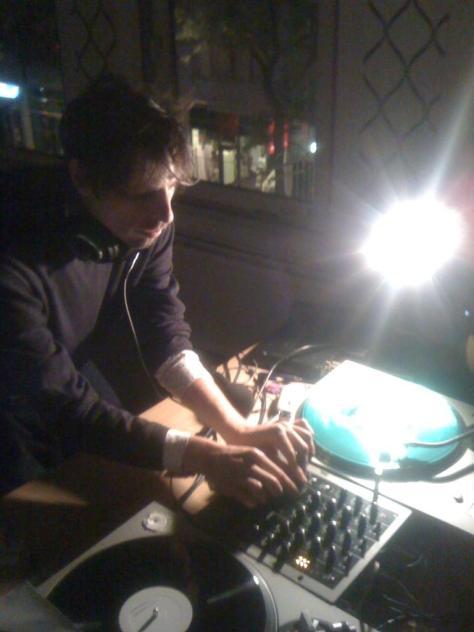 broadcasting from rotterdam/paranoize radio